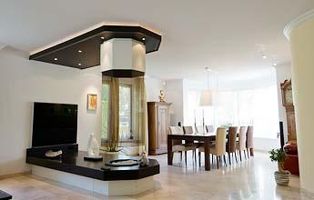 Wohnzimmerdecke mit Kamin von PLAMECO - Decke renovieren leicht gemacht - ohne Schmutz