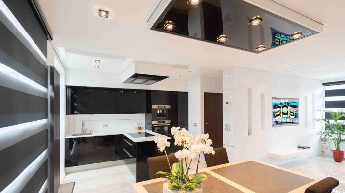 Küchendecke von PLAMECO - Design in weiß und hochglanz Schwarz