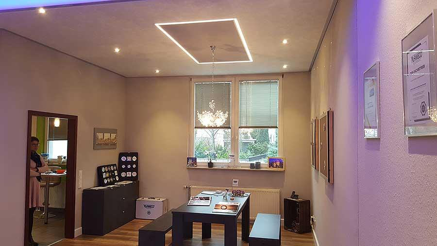 LED-Lichtkanal für indirekte Beleuchtung in der Decke ...