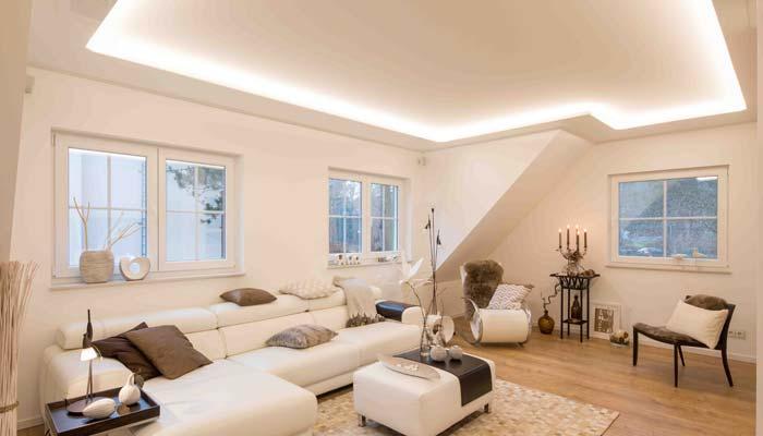 Eine hell gestaltete Decke macht Ihr komplettes Zimmer größer. Dabei spielen Oberfläche und Farbe eine wichtige Rolle.