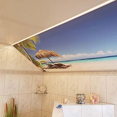 Fotodecke an der Dachschräge im Badezimmer - Urlaubsfoto an der Zimmerdecke