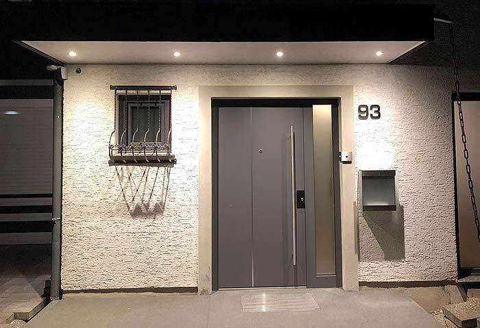 Umgestaltung des Vordach mit PLAMECO-Decke und Beleuchtung